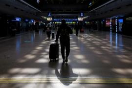 Prisión para una mujer china que ocultó síntomas de la COVID-19 en un vuelo