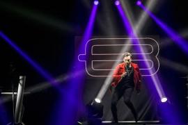 Bustamante anuncia disco y nueva versión de 'Dos hombres y un destino'