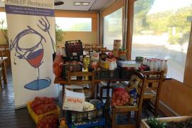 Pimeef recoge unos 200 kilos de comida para Cáritas en Sant Antoni