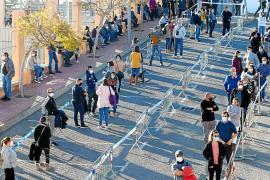Más de un millar de personas participan en el primer día de cribado en Santa Eulària