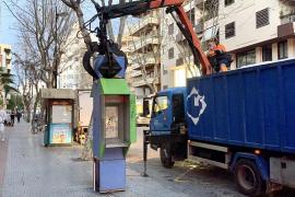 Retiradas 13 cabinas telefónicas instaladas en la ciudad de Ibiza