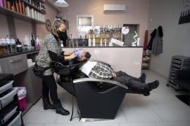 Una peluquería de Ibiza ofrece cortes de pelo solidarios para el sector de la hostelería