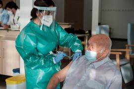 Ibiza aplica la segunda dosis a todas las residencias y ya son 613 las personas inmunizadas