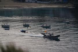 Interceptados 16 inmigrantes llegados a Cala Vedella en la primera patera del año