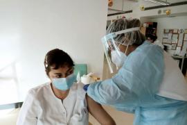1.347 personas ya han sido inmunizadas en el Área de Salud de las Pitiusas