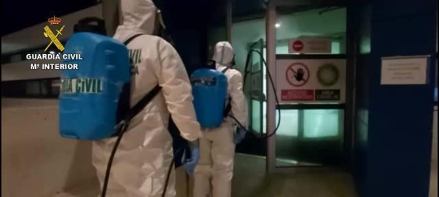 La Guardia Civil descontamina y desinfecta el hospital de Can Misses