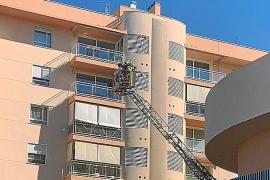 Los bomberos sofocan dos incendios en un día de incidentes por el viento