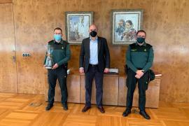 Vicent Marí recibe al nuevo capitán de la Guardia Civil
