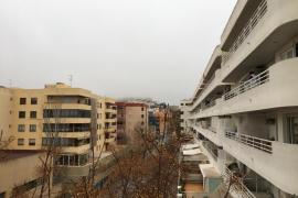Dalt Vila amanece oculta por la niebla