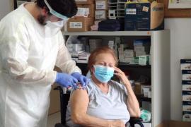 Salud vacuna de la COVID-19 a 488 grandes dependientes