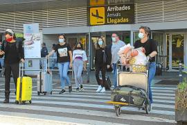 El número de pasajeros en el aeropuerto de Ibiza cae más de un 70%