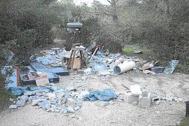 Multa de 7.200 euros por verter escombros en un bosque de Jesús
