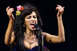 Amy Winehouse tiene  problemas con la silicona