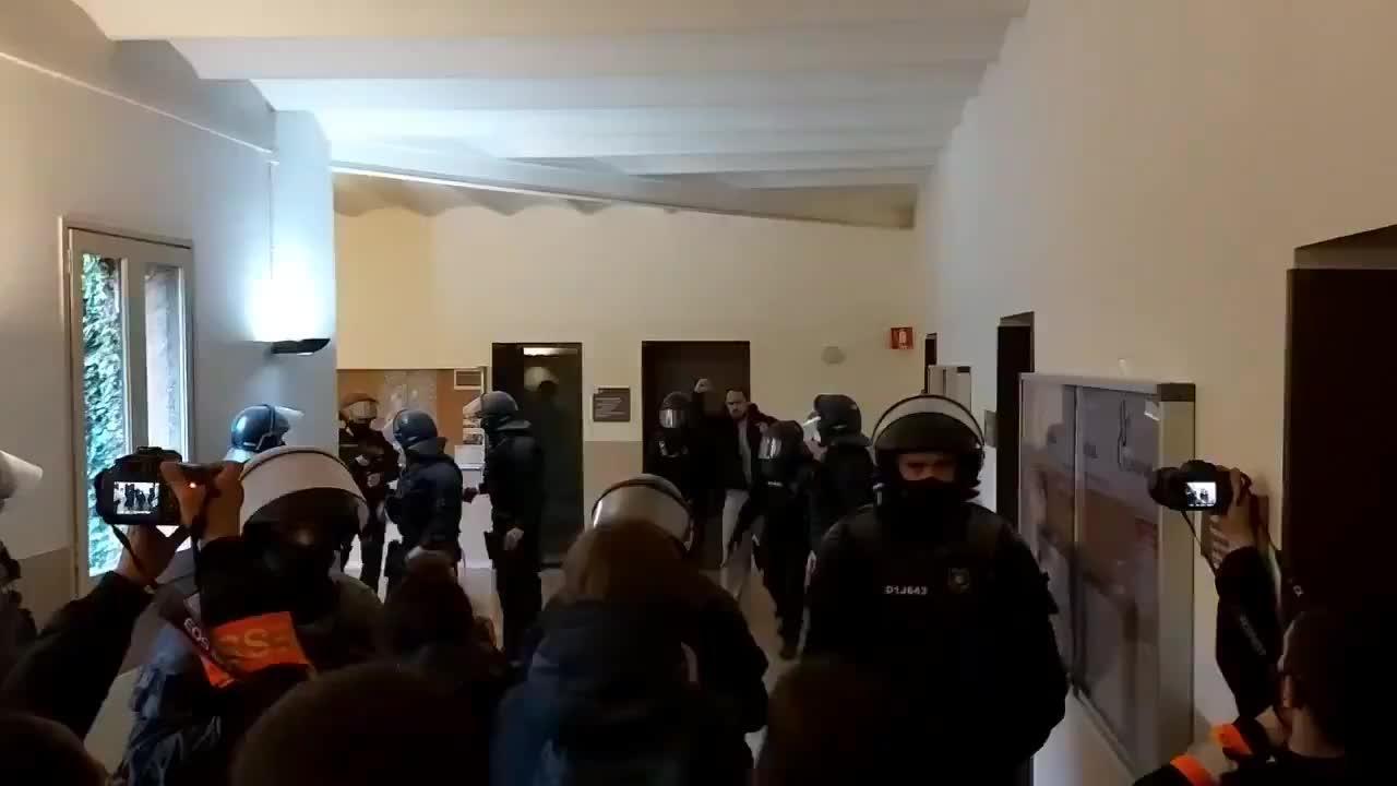 Detenido Pablo Hasel tras atrincherarse en la Universidad de Lleida