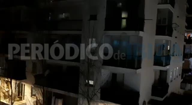 Emotivo aplauso desde los balcones de Ibiza en homenaje al personal sanitario