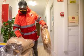 Más de la mitad de las familias que atiende Cruz Roja en Ibiza tiene que decidir entre comprar comida o calentar sus hogares