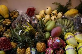 Este supermercado vende la fruta y verdura que cultiva en el techo de su edificio
