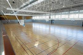 Acaba la reparación del polideportivo Sa Pedrera con la instalación de una nueva cubierta