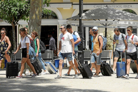 Salud admite «preocupación» ante una apertura en Semana Santa por si «puede peligrar» la temporada turística