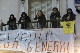 Un grupo de actores ocupa el Teatro Español en apoyo al 14N