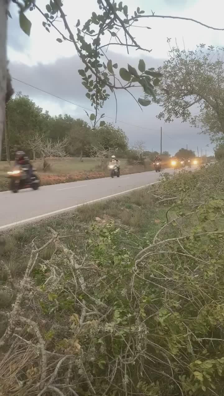 Denuncian el exceso de velocidad de un grupo de motoristas en una carretera de Ibiza