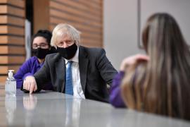 El Reino Unido rebaja el nivel de alerta por la pandemia