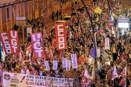 Multitudinaria protesta contra una crisis tachada de «estafa»