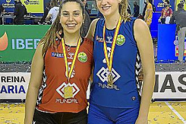 Dos mallorquinas alzan la Copa de la Reina de voleibol