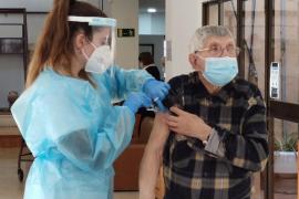 Arranca la vacunación en los centros de salud con los mayores de 80 años