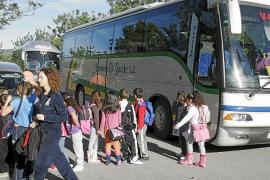 Alumnos de diez colegios y siete institutos, afectados por la huelga de transporte escolar