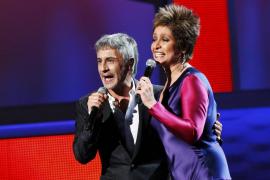 "Dalma perfoms ""Yo No Te Puda La Luna"" with Romo during the 13th Latin Grammy Awards in Las Vegas"