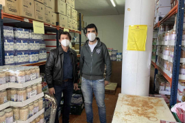 Es Nàutic dona veinte toneladas de alimentos a Cáritas para ayudar a paliar los efectos de la crisis