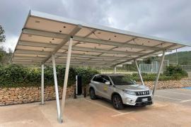 Sant Carles ya disfruta del primer punto municipal de recarga solar de vehículos eléctricos