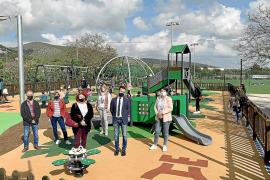 Los parques infantiles de Ca n'Escandell y Cas Serres estrenan nuevos juegos
