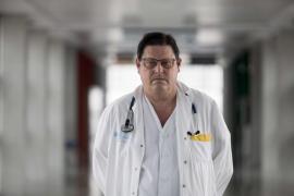 «A los que hacen 'botellón' les diría que vinieran al hospital a echar una mano»
