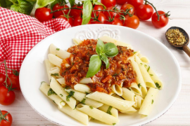 Cómo hacer el viral de pasta, queso feta y tomates cherry que arrasa en TikTok