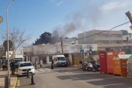 El incendio en un taller de Santa Eulària, en imágenes.