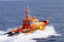 Salvamento Marítimo remolca al puerto de Ibiza a una motora averiada en es Daus