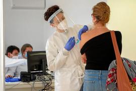 Salut ultima el plan para poner la vacuna AstraZeneca a la franja de 55 a 65 años