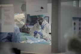 Mujer, 59 años y con patologías previas: Así comenzó hace un año la crónica negra de la COVID