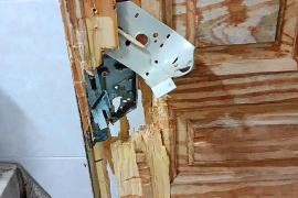 Revientan las puertas de tres viviendas en la Vénda des Rubió