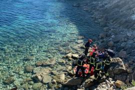 Rescatan a un pescador herido en Cala Llonga