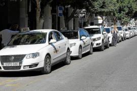 Taxistas de Vila piden la anulación del plan de estacionales por la incertidumbre de la temporada