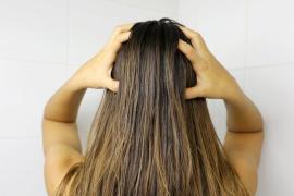 Dos mitos y dos verdades sobre el pelo graso y cómo cuidarlo