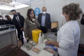 Suspendida 'sine die' la vacunación a los menores de 56 años el día que empezó