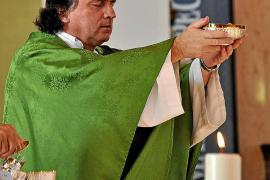 El sacerdote acusado de abusos sexuales deja sus cargos eclesiásticos