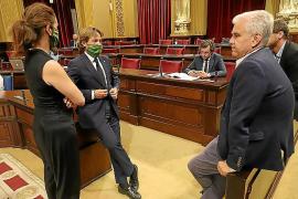 La izquierda y Vox se alían en contra de retirar la paga extra a los diputados del Parlament balear