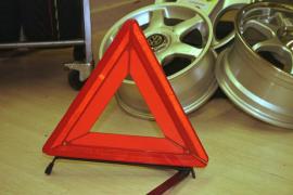 El Gobierno aprueba sustituir los triángulos de emergencia por una luz amarilla encima del coche