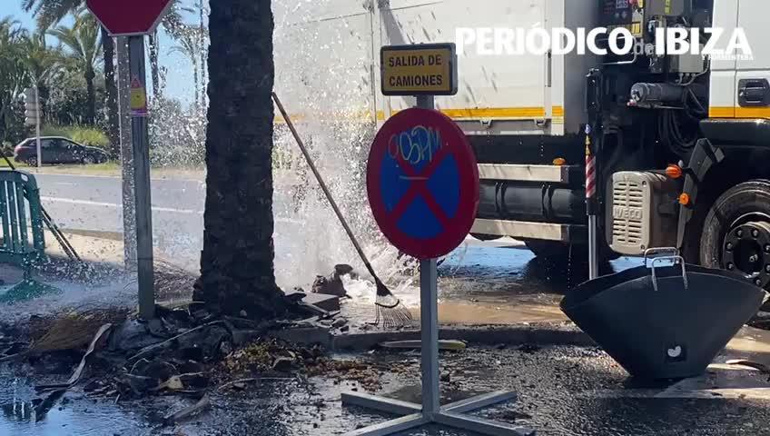 Vídeo: Revientan una boca de riego en la ciudad de Ibiza