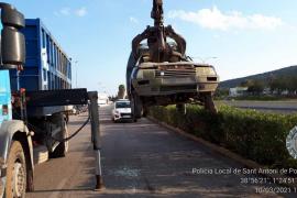 Sant Antoni retira 82 vehículos abandonados en lo que va de año